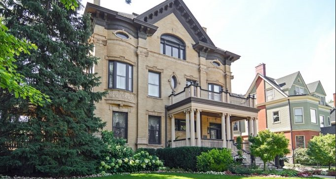 A photograph of the historic Goodman Mansion on Greenwood Avenue, Kenwood, Chicago.