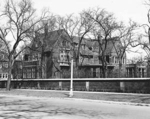 Photograph of the Albert Loeb mansion at 5017 S. Ellis Avenue, Kenwood, Chicago.