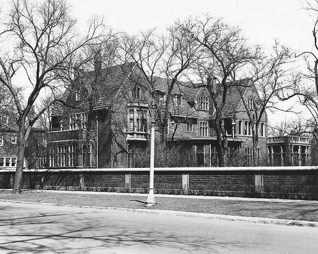 Photograph of the Albert Loeb mansion at 5017 S. Ellis Avenue, Kenwood, Chicago.