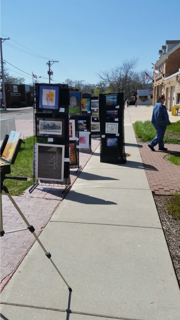 Artwork panels showcasing current works.