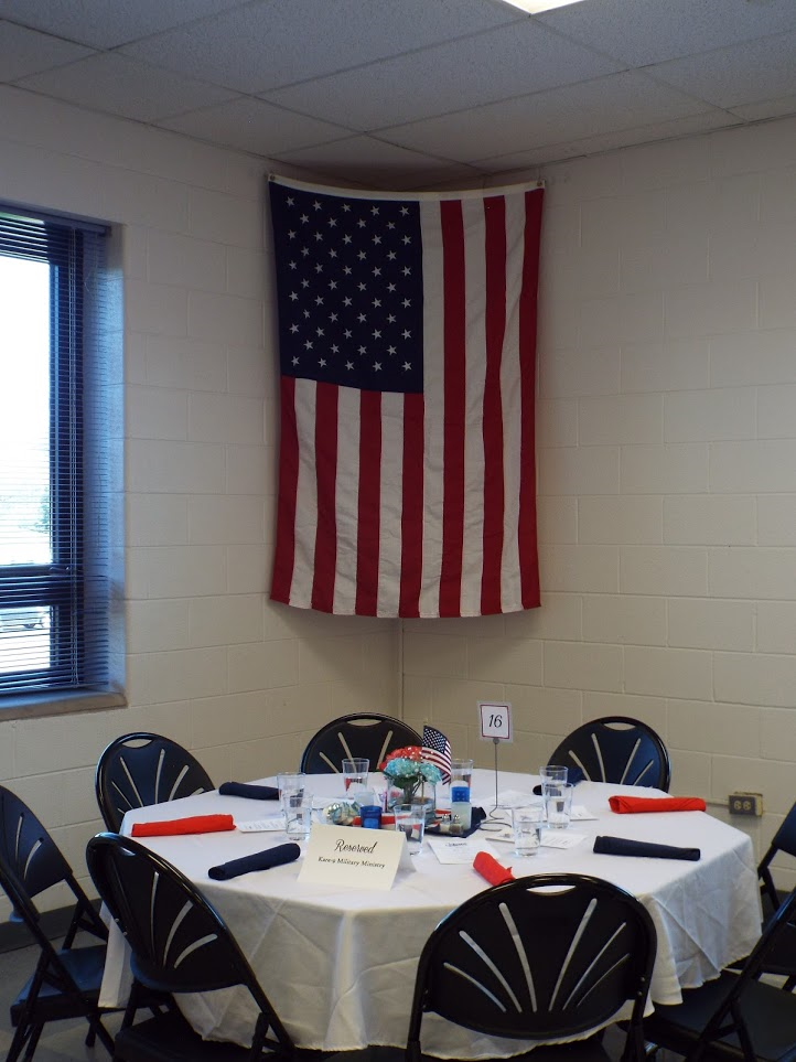 Table settings at Mundelein Police Veterans Dinner.